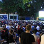 Public Viewing im Garten des Lindenparks